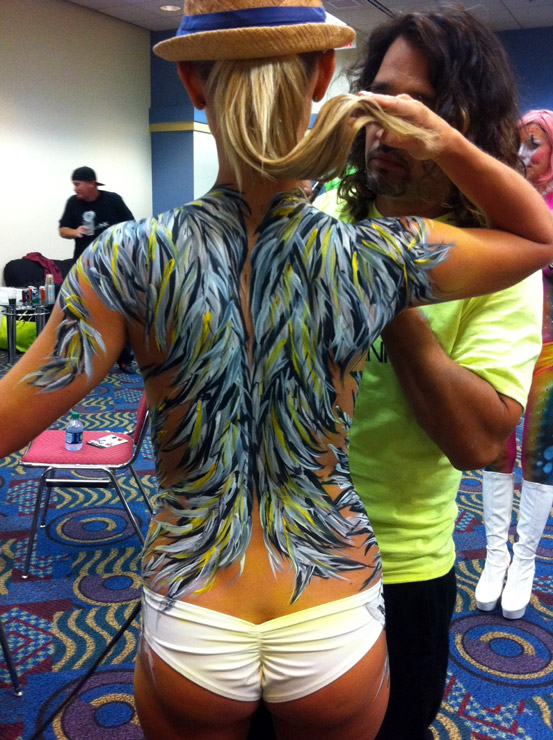 miami-artist-trails-bodypaint-back